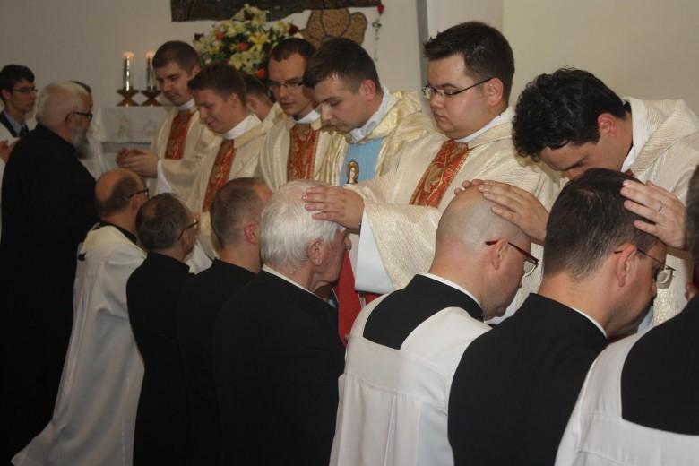 Sekundycja neoprezbiterów