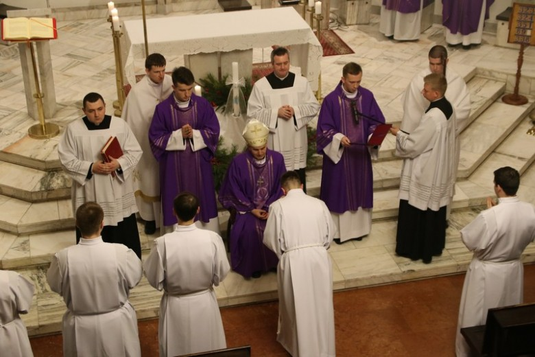 Kandydatura do święceń diakonatu i prezbiteratu